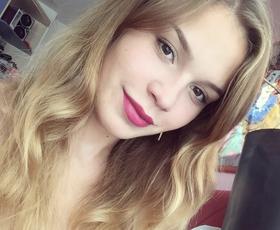 Anamarija Goltes je napovedala top lepotni trend za 2019!