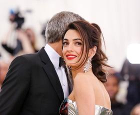 Vse najboljše, Amal Clooney! Tukaj so njeni najlepši stajlingi doslej