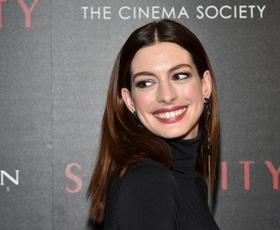 To je krilo, s katerim nas je očarala Anne Hathaway!