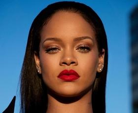 Uauu! Rihanna je nosila enega izmed najbolj privlačnih outfitov doslej