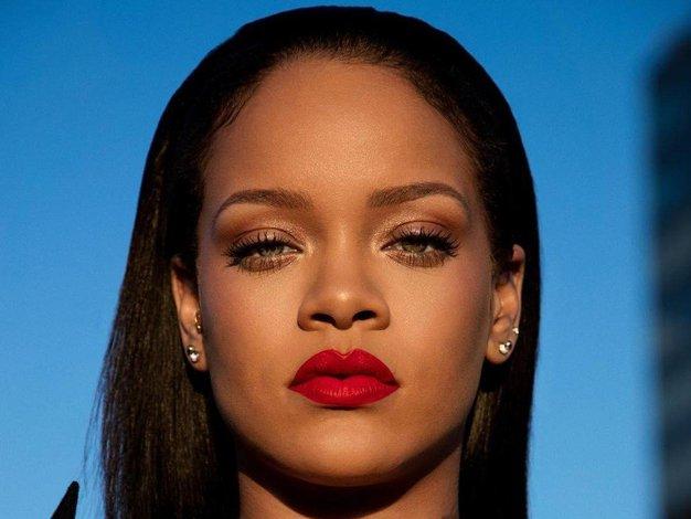 Uauu! Rihanna je nosila enega izmed najbolj privlačnih outfitov doslej - Foto: Profimedia