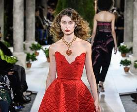 Izbrali smo najlepše kreacije z modne revije Oscar de la Renta