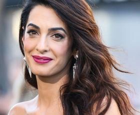 Amal Clooney je nosila enega izmed najlepših stajlingov doslej!