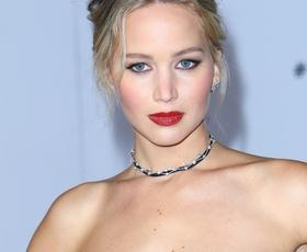Jennifer Lawrence je prvič pokazala svoj prelep zaročni prstan! Uau!