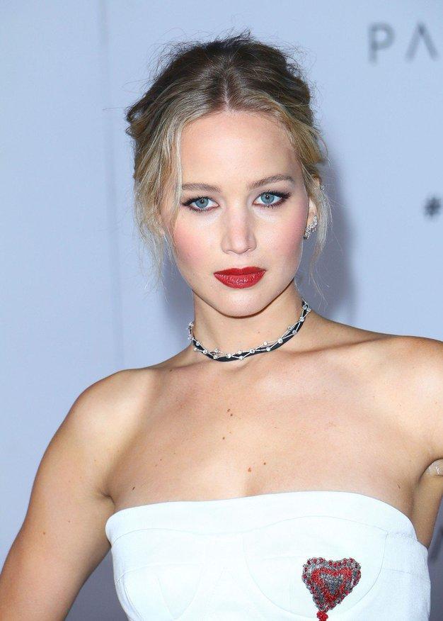 Jennifer Lawrence je prvič pokazala svoj prelep zaročni prstan! Uau! - Foto: Jennifer Lawrence