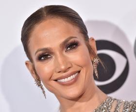 Jennifer Lopez obožuje ta preprost modni kos!