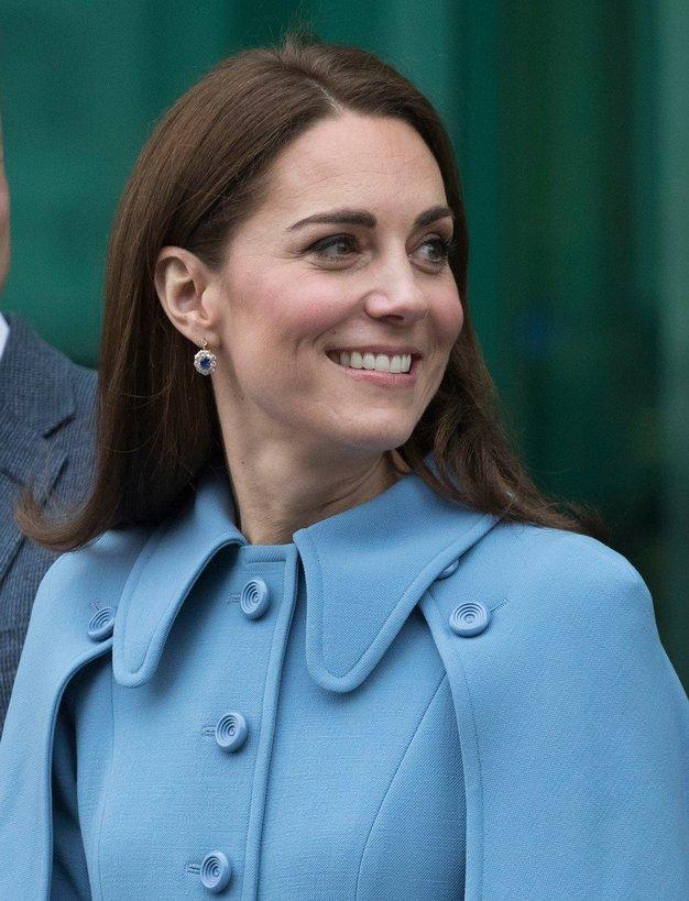 Je to najlepši plašč, kar jih je do sedaj oblekla Kate Middleton? - Foto: Profimedia