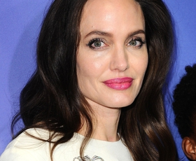 To je modni kos, ki ga neprestano nosi Angelina Jolie