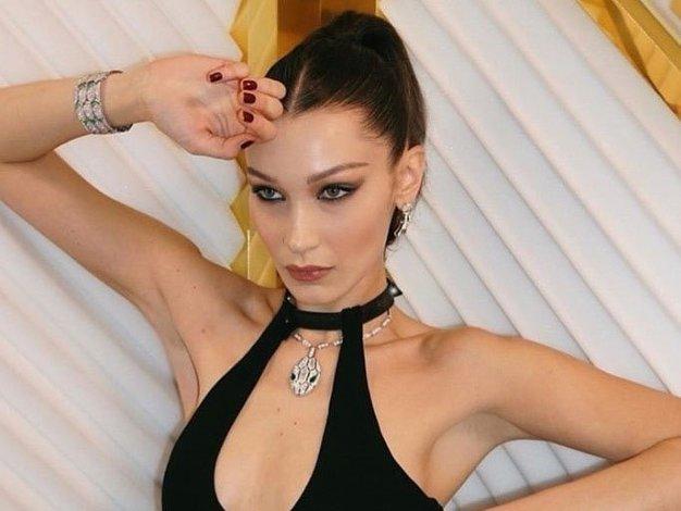 To je modni kos, ki ga med karanteno obožuje Bella Hadid (ne govorimo o trenirki) - Foto: Profimedia