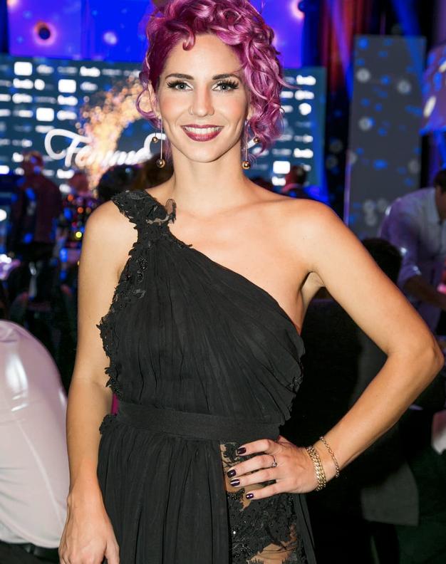 Lea Sirk se je pobarvala v popolnoma novo drzno barvo! - Foto: Fotografija