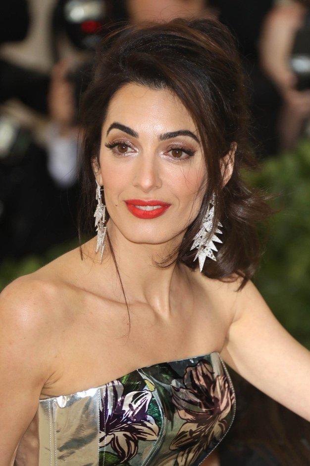 Uau! Amal Clooney je v tej obleki večerjala s princem Charlsom - Foto: Profimedia