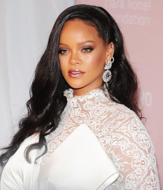 Rihanna je nosila ta outfit in nas povsem očarala - Foto: Profimedia