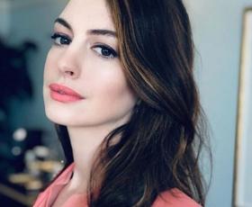 Anne Hathaway nas je prepričala s tem spomladanskim stajlingom