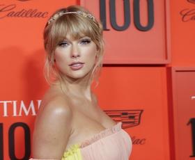 Našli smo blazer iz Manga, ki ga je nosila Taylor Swift