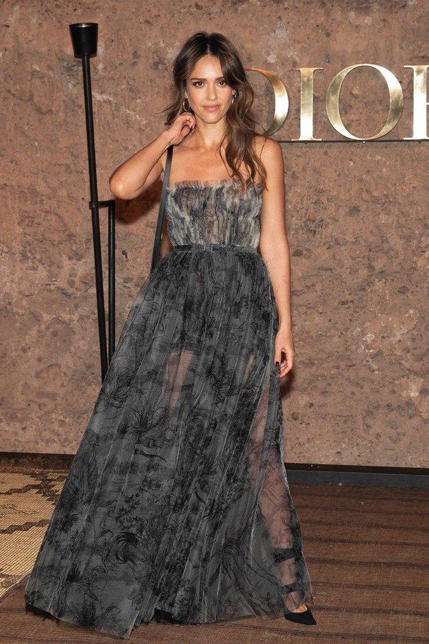 Jessica Alba je blestela na Diorjevi modni reviji v Maroku