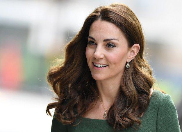 Ta pomladni pulover Kate Middleton morate imeti v vaši garderobi - Foto: Profimedia