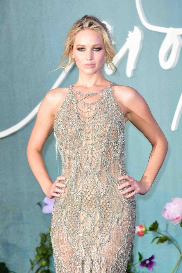 Poglejte čudovito obleko, ki jo je Jennifer Lawrence nosila na zaročni zabavi - Foto: Profimedia