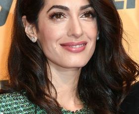Amal Clooney je blestela v tej prozorni obleki