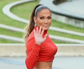 Jennifer Lopez je nosila to čudovito obleko in nas očarala!