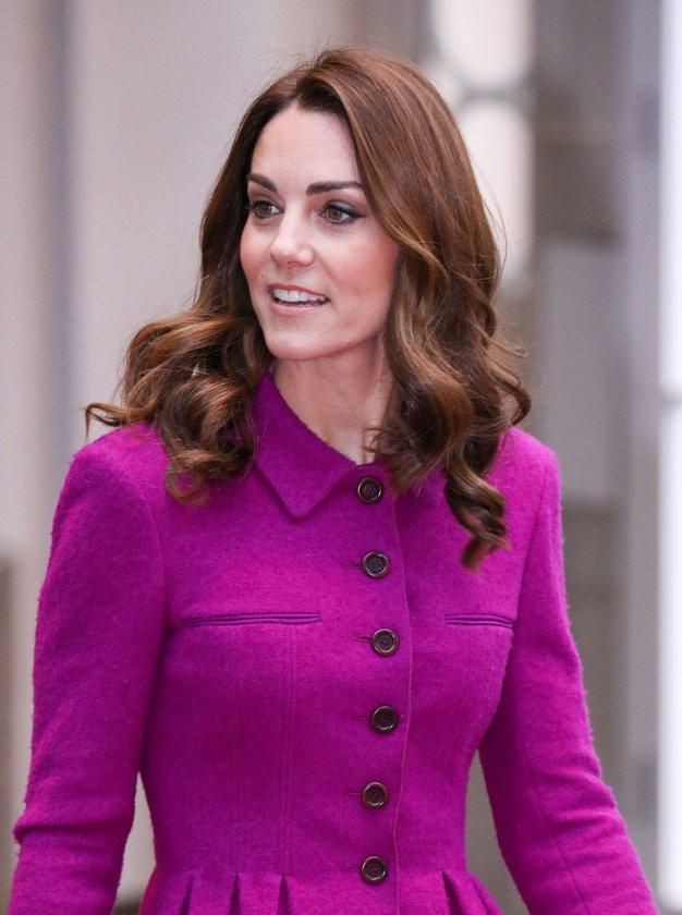 Kate Middleton je na prvi šolski dan hčerke Charlotte oblekla čudovit stajling - Foto: Profimedia