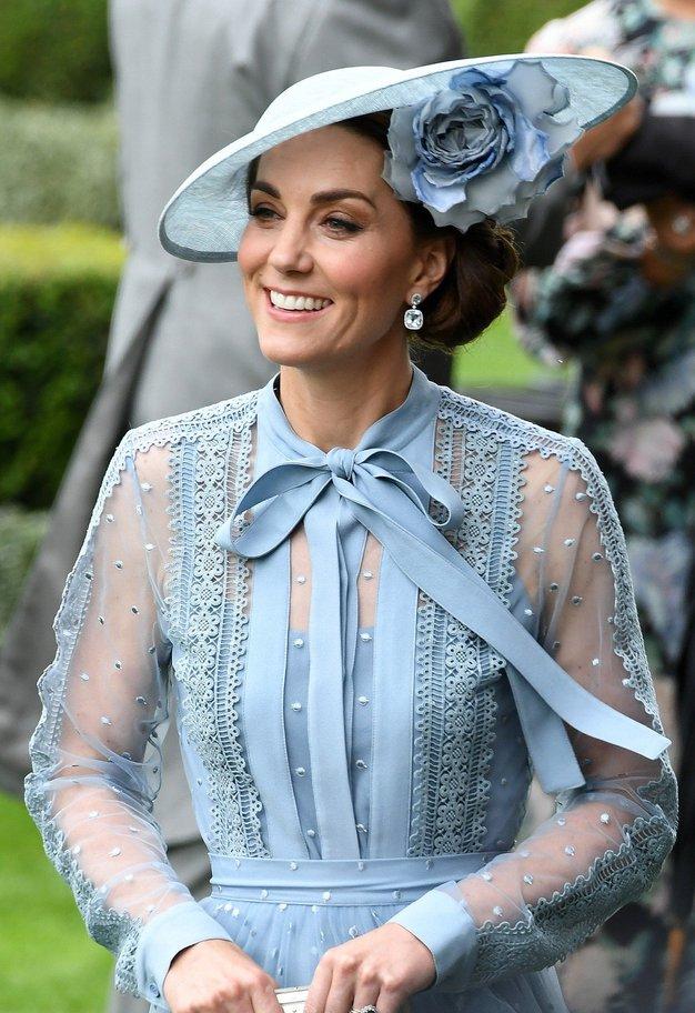 Poglejte, kako lepa je bila Kate ...