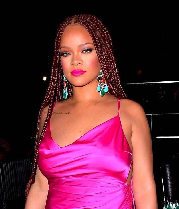 Vroče! Rihanna je nosila drzno mini obleko - Foto: Profimedia