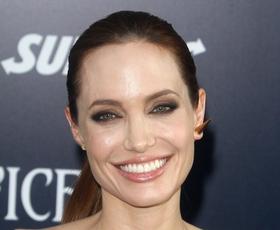 Ohlapna oblačila bomo nosili kot kraljica minimalizma Angelina Jolie