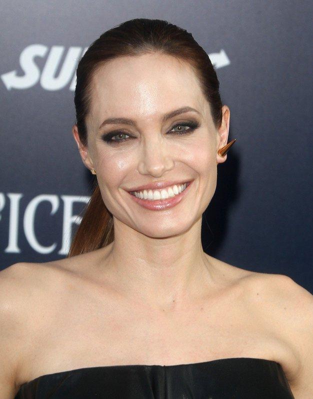 Zaljubili smo se v ta sproščen stajling Angeline Jolie (in tudi vi se boste) - Foto: Profimedia
