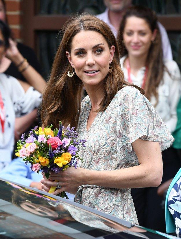 Kate Middleton je izbrala popoln stajling za poletno vročino - Foto: Profmedia