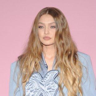 Našli smo dostopno različico obleke, na katero prisegata Gigi Hadid in Victoria Beckham