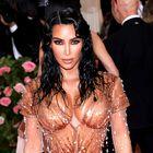 Tekoči puder za telo bomo to poletje uporabljali po vzoru Kim Kardashian