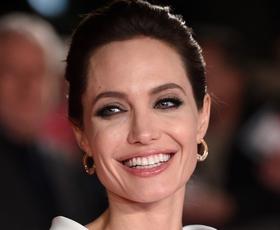 Angelina Jolie nas je v Parizu očarala s tem stajlingom