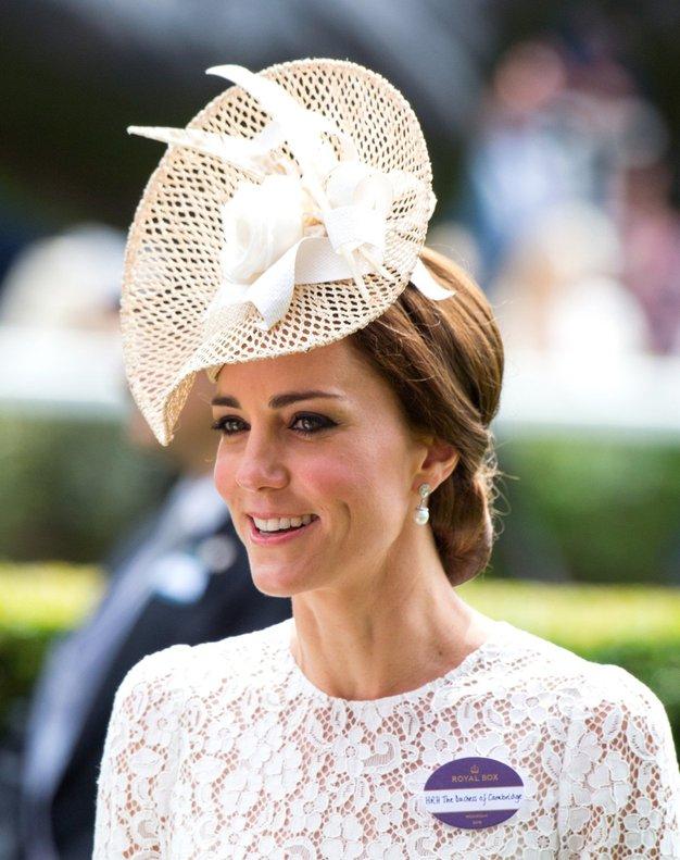 To je ključni modni dodatek Kate Middleton! Poglejte, kje najti dostopne različice - Foto: Profimedia