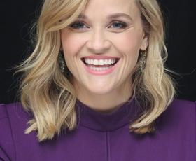 Uau! Reese Witherspoon nas je očarala v čudoviti rdeči obleki!