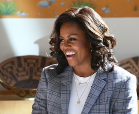 Internet je obseden z ogrlico Michelle Obama! Poglejte, zakaj