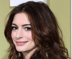 Poglejte, kako je Anne Hathaway naznanila svojo drugo nosečnost!