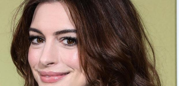 Anne Hathaway ima novo pričesko, ki jo boste želeli posnemati