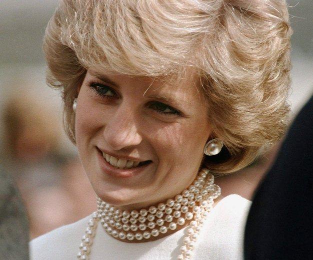 V fotogaleriji si oglejte 20 fotografije princese Diane na poletnih oddihih.