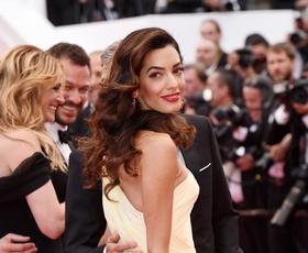Amal Clooney je v Italiji žarela v tej prelepi obleki