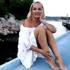 Tanja Ribič navdušila v kopalkah in beli majici