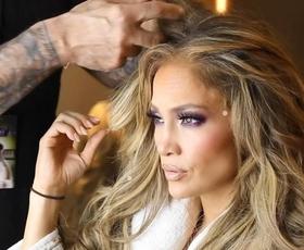 Jennifer Lopez: CoverGirl, Lash Blast Active  Velika krtačka maskare Lash Blast Active podaljša trepalnice le z enim potegom. Poleg tega pa je tudi izjemno obstojna, saj na vaših trepalnicah ostane tudi do 24 ur.