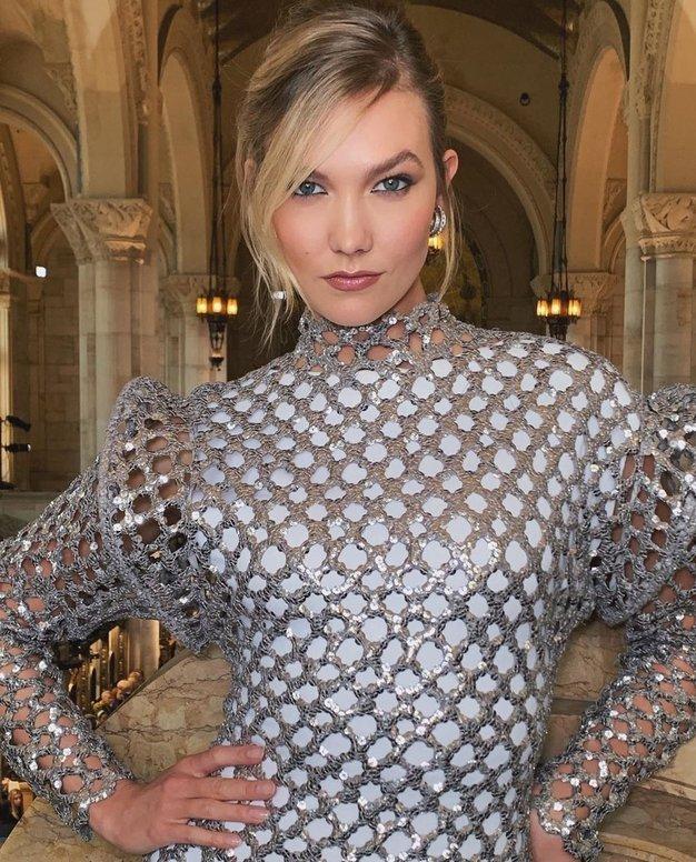Karlie Kloss: L'Oréal Paris, Volume Million Lashes  Kot obraz L'Oréala je Karlie zvesta znamki. Prisega na maskaro Volume Million …