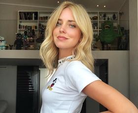 10 ikoničnih belih majic, ki jih obožujejo vsa 'it' dekleta