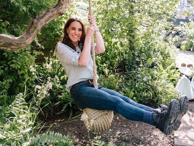 To so edine kavbojke, na katere prisegata Kate Middleton in Meghan Markle - Foto: Profimedia