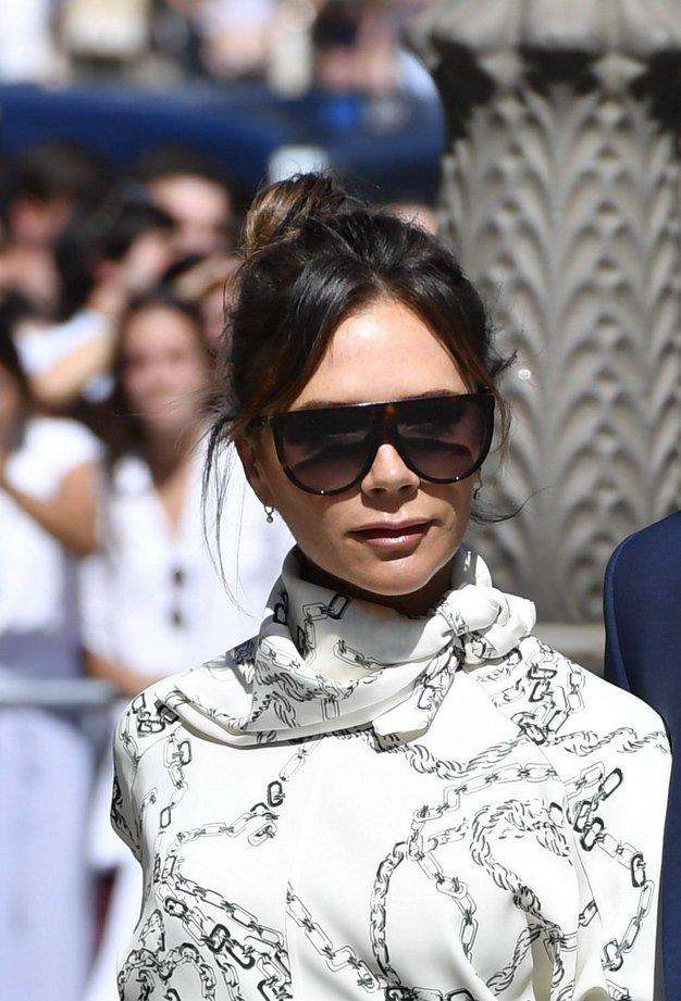 Victoria Beckham nas je navdušila s čudovito belo obleko - Foto: Profimedia