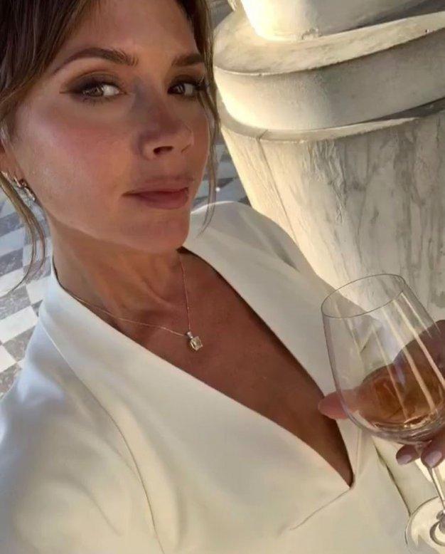 To prelepo obleko je Victoria Beckham nosila na zmenku z Davidom - Foto: Profimedia