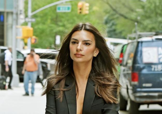 NYFW: Emily Ratajkowski je nov modni trend napovedala že prvi dan - Foto: Profimedia