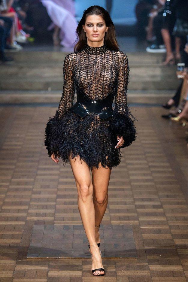 Oglejte si 5 najbolj glamuroznih oblek z modne revije Juliena Macdonalda - Foto: Profimedia