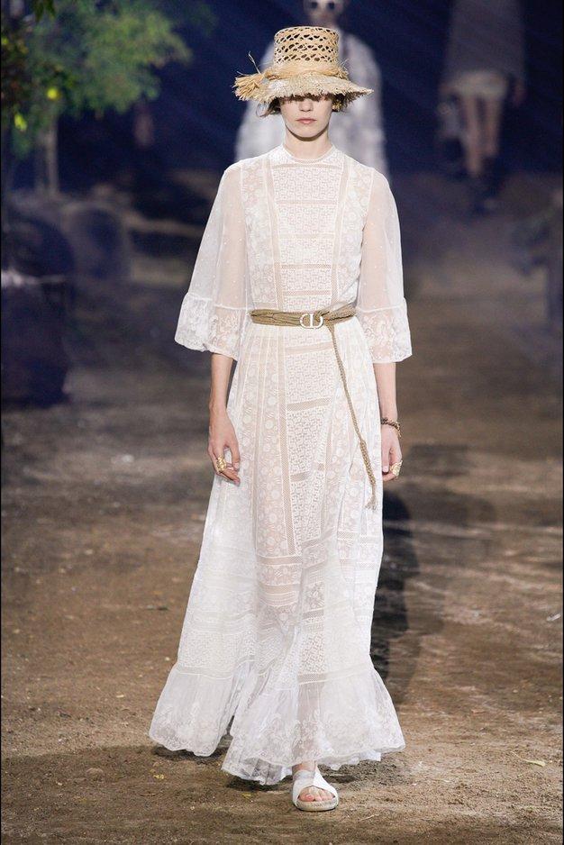 Dior je v Parizu osupnil z novo kolekcijo elegantnih kreacij