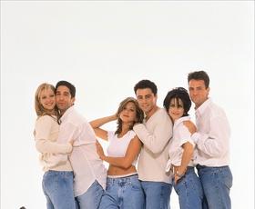 Rachel, Monica in Joey (Prijatelji) so pravkar posneli selfie, ki si ga morate ogledati